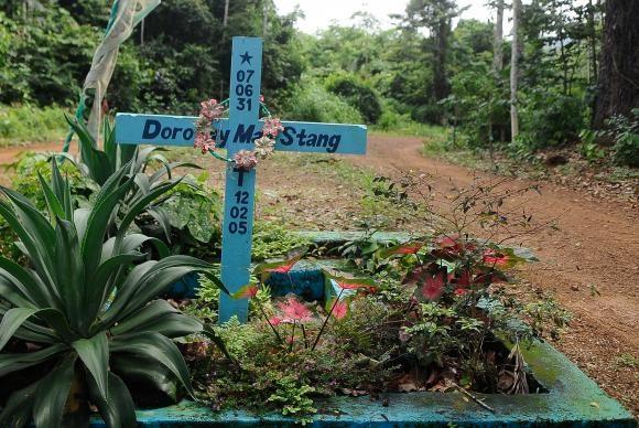 Assassinato da missionária Dorothy Stang completa dez anos. Na foto, o túmulo em Anapu (Tomaz Silva/Agência Brasil)