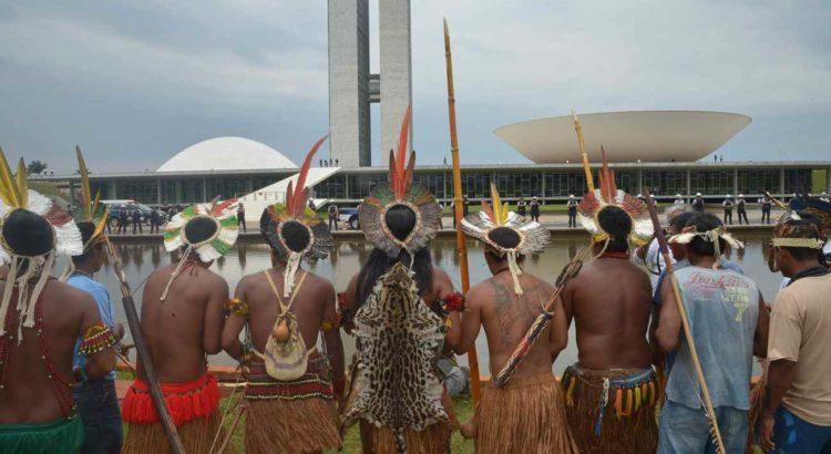 Índios acampados em frente ao Congresso em 2013. Foto de Wilson Dias, Ag.Brasil