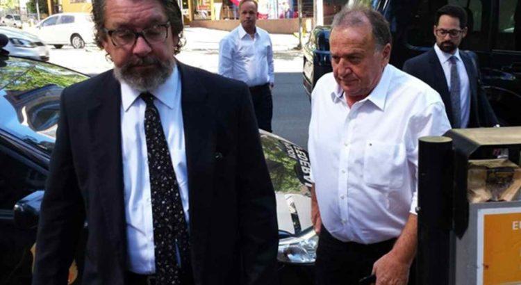 Advogado Kakay e o réu Norberto Mânica na chegada para o quarto dia de júri da chacina de Unaí (Foto: Pedro Ângelo/G1)
