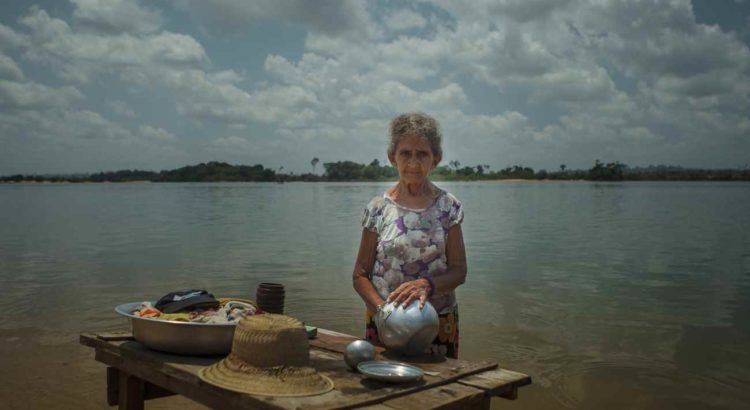 Integrados à vida na beira do rio, ribeirinhos foram removidos para conjuntos residenciais sem uma árvore em pé na periferia de Altamira (Foto: Marcio Isensee e Sá)