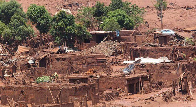 Cidade de Bento Rodrigues que foi destruída pelo rompimento da barragem da mineradora Samarco. FOTO: MÁRCIO FERNANDES/ESTADÃO