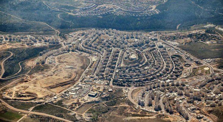 Vista aérea de Modi'in Illit. Com cerca de 60 mil habitantes, a cidade é a maior colônia israelense no território ocupado da Cisjordânia. Fonte: Wikimedia. Autor: Dvirraz