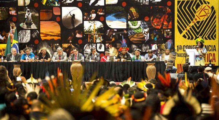 Brasília - Representantes indígenas, de governo e sociedade civil se reúnem em Brasília para a 1ª Conferência Nacional de Política Indigenista para propor diretrizes ao Estado brasileiro.(Marcelo Camargo/Agência Brasil)