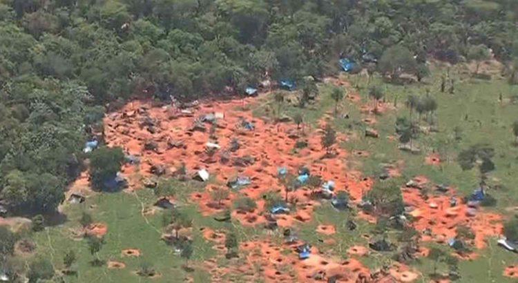 Imagem aérea do garimpo ilegal instalado na Serra da Borda, em Pontes e Lacerda. Foto: Reprodução/TVCA