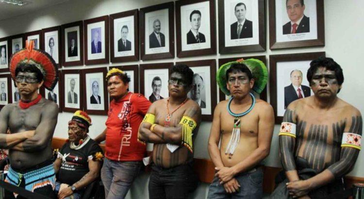 Imagem: Índios de várias tribos durante sessão da CPI da Funai e Incra - Michel Filho / Agência O Globo