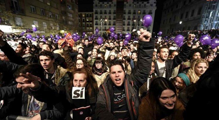 Agência Efe:Apoiadores do Podemos comemoram resultados do partido nas eleições da Espanha
