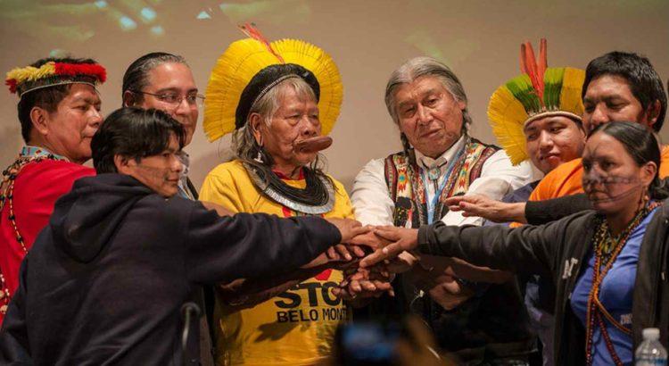 Em Paris para receber o Prêmio Equador, da ONU, as lideranças munduruku participam de evento que reuniu outras lideranças ambientais importantes do Brasil e do mundo. Foto: Fábio Nascimento /Greenpeace