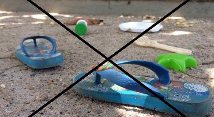 Pertences do garoto permaneciam no local do crime no início da tarde (Foto: Gabriel Felipe/RBS TV)